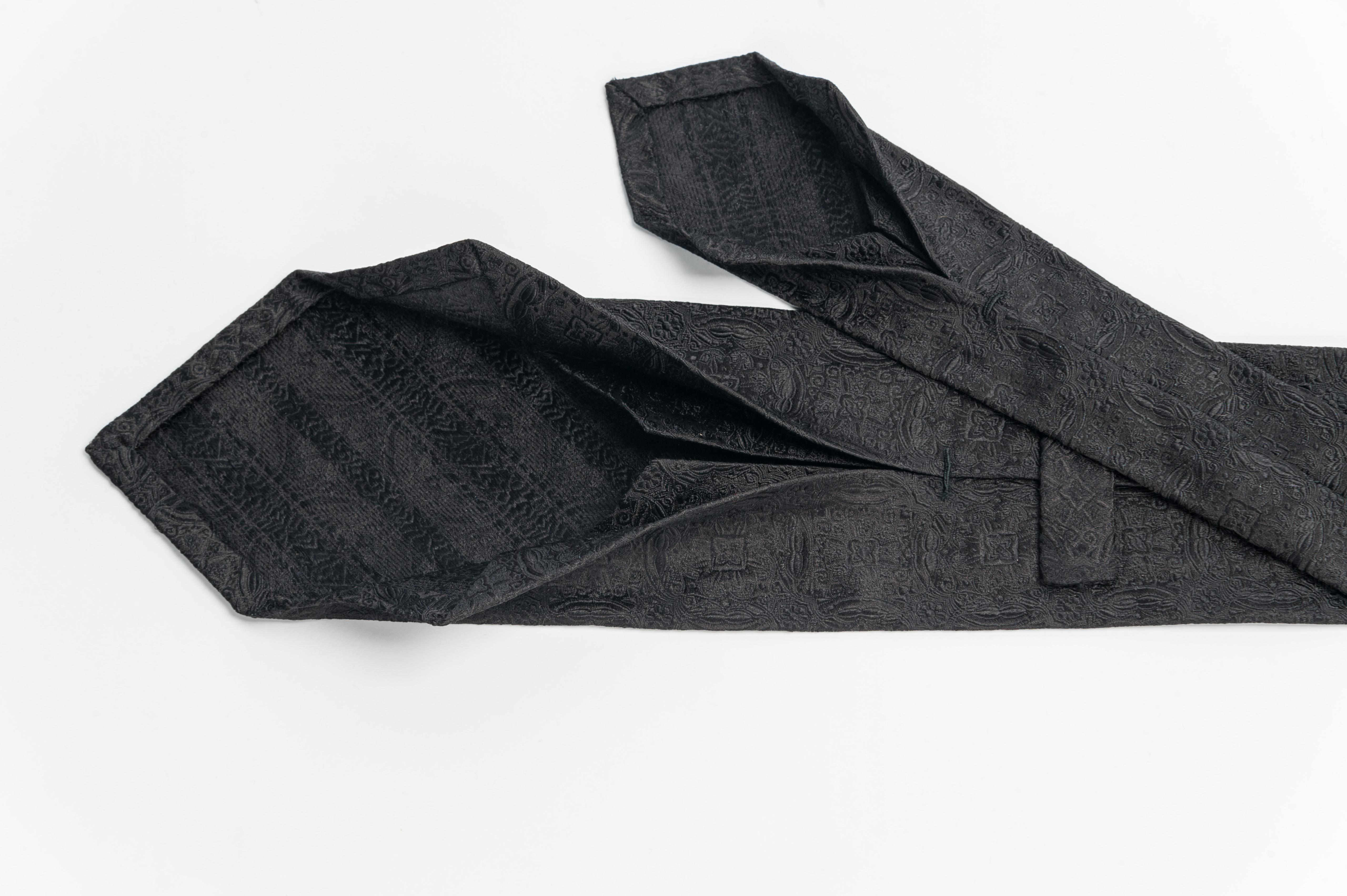 μαύρη μεταξωτή γραβάτα